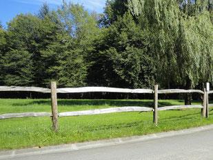 Pose de clôture en bois - Entreprise de Parcs et Jardins Laurent Toussaint