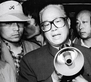 Kinas Kommunistiske Partis leder, Zhào Zǐyáng på Tiananmen pladsen