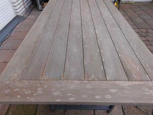 Um den Schaden zu beseitigen, muss die komplette Tischoberfläche abgeschliffen werden