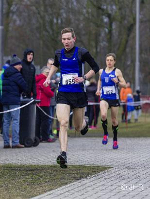 Marcel Eckers bewältigte die 6890 Meter lange Strecke der Männer in einem eindrucksvollen Start-Ziel-Sieg. (Foto: Jan-Hendrik Ridder)
