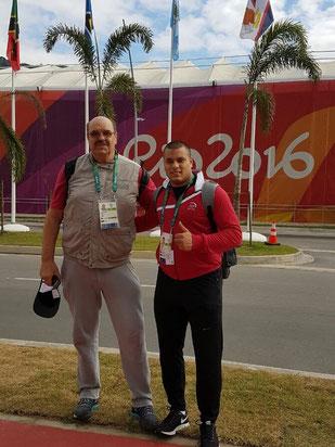 Ashraf Amgad Elseify (rechts) und sein Trainer Alexey Malykov freuen sich über das hervorragende Ergebnis bei den Olympischen Spielen in Rio.