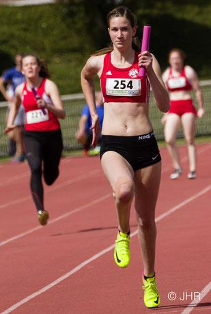 Schlussläuferin Johanna Gries schlug mit ihren Staffelpartnerinnen in 49,31 Sekunden die Teams aus Köln und Leverkusen. (Foto: Jan-Hendrik Ridder)