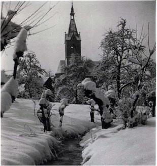 Tief verschneites Sickingen um 1949
