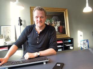 Kasper Holten an seinem Arbeitsplatz im Königlichen Theater in Kopenhagen. Foto: Christoph Schumann, 2020