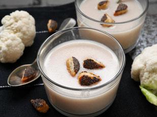 Karfiolcremesuppe / Mohnblüten