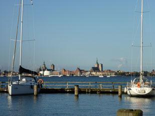 Der Blick von Altefähr nach Stralsund