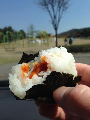 日本三大珍味の越前仕立て汐雲丹(しおうに)はおにぎりに入れてもとっても美味しいです。桜の時期など行楽のお弁当にもお勧めです