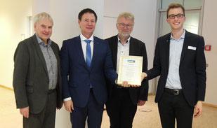 Umweltreferent der Stadt Nürnberg Peter Pluschke, Oberbürgermeister Thomas Thumann, Bürgermeister der Stadt Schwabach Dr. Roland Oeser und Jakob Hömberg von Fairtrade Deutschland.