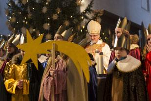 Im Eichstätter Dom sendete Bischof Gregor Maria Hanke Sternsinger aus dem ganzen Bistum aus. pde-Foto: Anika Taiber-Groh