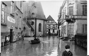 Überschwemmter Ortskern von Walluf/Rheingau