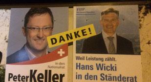Plakatstelle in Hergiswil am Wahlsonntagabend