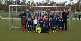 E-Mädchen mit Trainer beim Staffelsieg in Walldorf