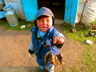 Ruko zeigte mir stolz den Fisch-Fang seines Bruders