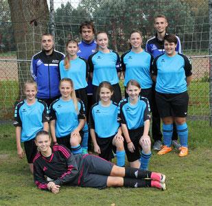 Ein Teil der B-Mädchen vor dem Spiel in Gudensberg