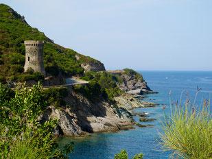 der Turm von Tomino an der Marine de Meria
