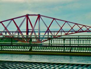 die historische Forth-Bridge über  dem Forth-River