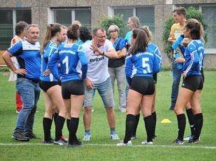 Bestens eingestellt und motiviert von ihrem Trainer Bernd Wenzdorfer schafften die Faustball-Damen des TV Hohenklingen am Sonntag ihr großes Ziel, den Aufstieg in die zweite Bundesliga.