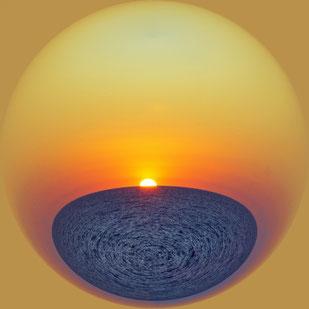Сфера водного Мира - восход солнца над морем