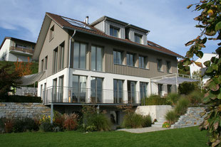 Uesslingen, Frauenfeld, Konstanz, Kreuzlingen, Bodensee Thurgau, Bürogarten, Terrassengarten, Hang, Gräser, Mauer, Pergola