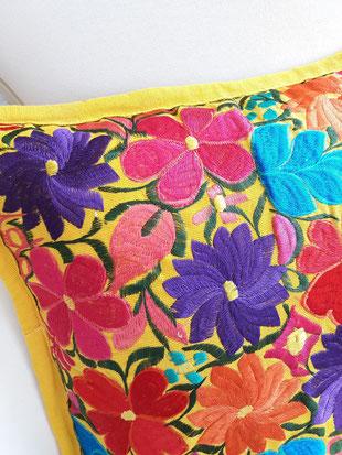 Kissen Blumen vintage, Kissen bunt farbenfroh, Dekokissen Blumen, Bunte Kissen boho, Dekokissen Blumenmuster Kissen floral, Kissenbezug Blumen, mexikanische Kissenbezug, gelbes Dekokissen
