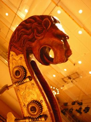 Was für Instrumente spielen in einem Orchester mit?