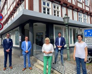 Teilnehmerinnen des BBMV-Gesprächs in Melsungen vor der Zweigpraxis des MVZ Lichtblick Nord