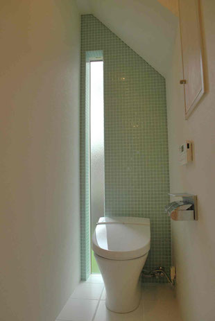 ガラスモザイクタイル トイレ