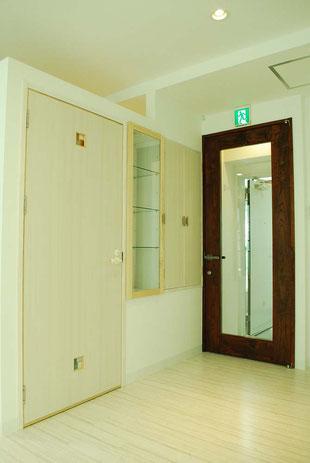 美容室 フロントドア 誘導灯