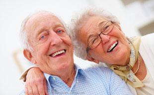 Implantate können bis in´s hohe Lebensalter gesetzt werden und die Lebensqualität erheblich verbessern.