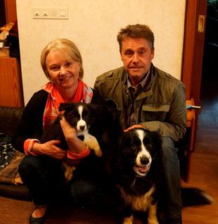 Buddy mit seiner neuen Familie und Kumpel Lucky
