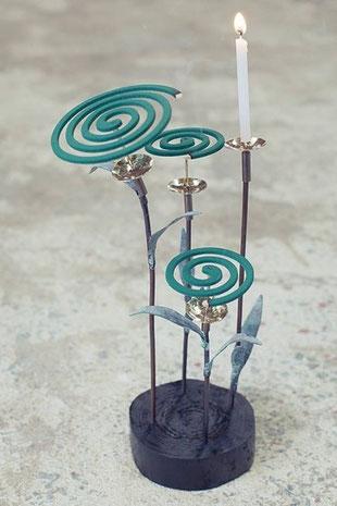 福成三太作「ぐるぐる蚊とり草」銅・真鍮  一品¥6.400 -