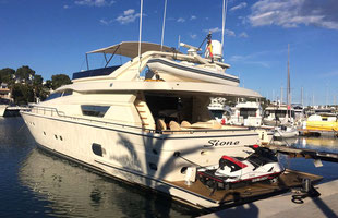 Yacht charter Ferretti 80 with & without Crew