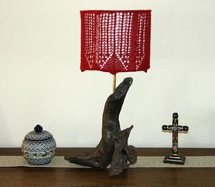 Forro calado para pantalla de lámpara de mesa tejido en dos agujas o palitos