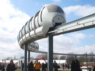 Blick auf Mono-Rail-Bahn