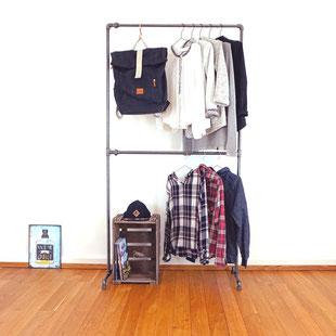Garderobe aus Rohren von The Upcycle Store