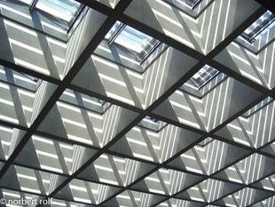 Paul Löbe-Haus - eine freitragende betonrasterdecke von über 30 m breite