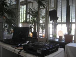 Das Verhältniss DJ Musik und Raum passt perfekt