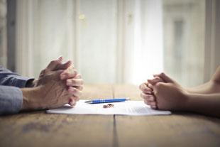 離婚について話し合う夫婦