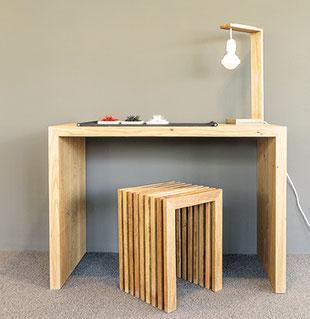 Schreibtisch und Hocker