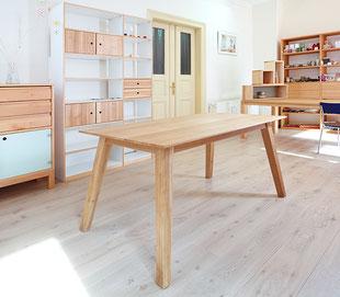 Tisch aus Eiche mit schrägen Beinen Dresden