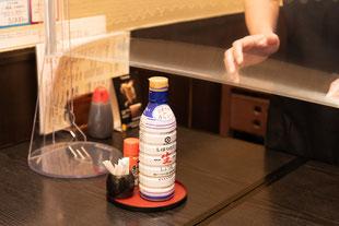 テーブルからフイルム部分まで高さがあるので、乾杯も料理の取り分けもスムーズに!