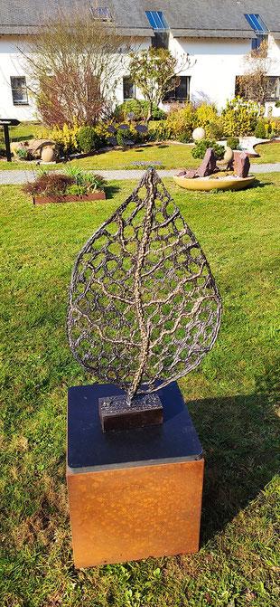 sculpture d'extérieur - feuillage en acier brillant et laiton