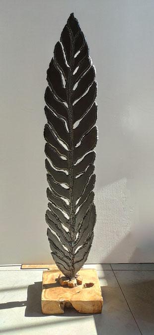 sculpture d'extérieur - grand feuillage en acier brut