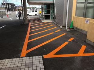 駐車場ライン引き 進入禁止ゼブラゾーン