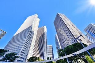 林立する高層ビル群の画像