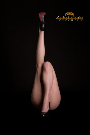 Ästhetische Aktfotografie Aktfoto frau in Dessous mit Sexy high heels