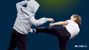 Jugendliche bei Kickboxen in Wasserburg
