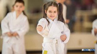 Mädchen macht Karate in Meckenbeuren