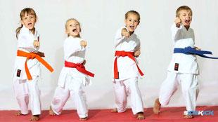 Kinds bei Karate in Friedrichshafen