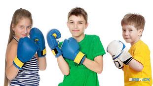 Jugendliche beim Kickboxen in Langenargen